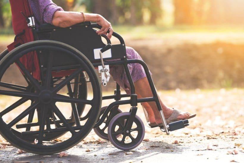 Rollstuhl für Senioren: Rollstühle kaufen Mobilität im Alter