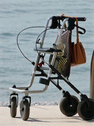 Der Rollator: Früher etwas verpönt - Heute wertvolles Hilfsmittel, wenn im Alter die Kräfte etwas nachlassen.