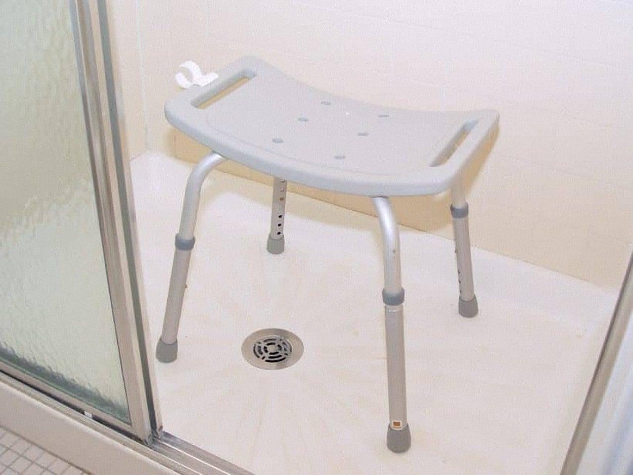 Duschhocker & Duschstuhl für Senioren ✓✓✓ Duschhilfen im Bad