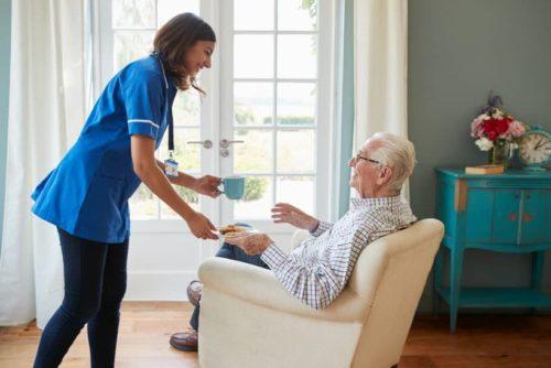 Spezialsessel für Senioren mit Aufstehhilfe