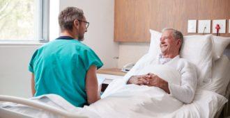 Pflegebett für Senioren zur Pflege zu Hause