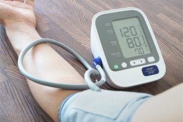 Blutdruck messen bei Senioren